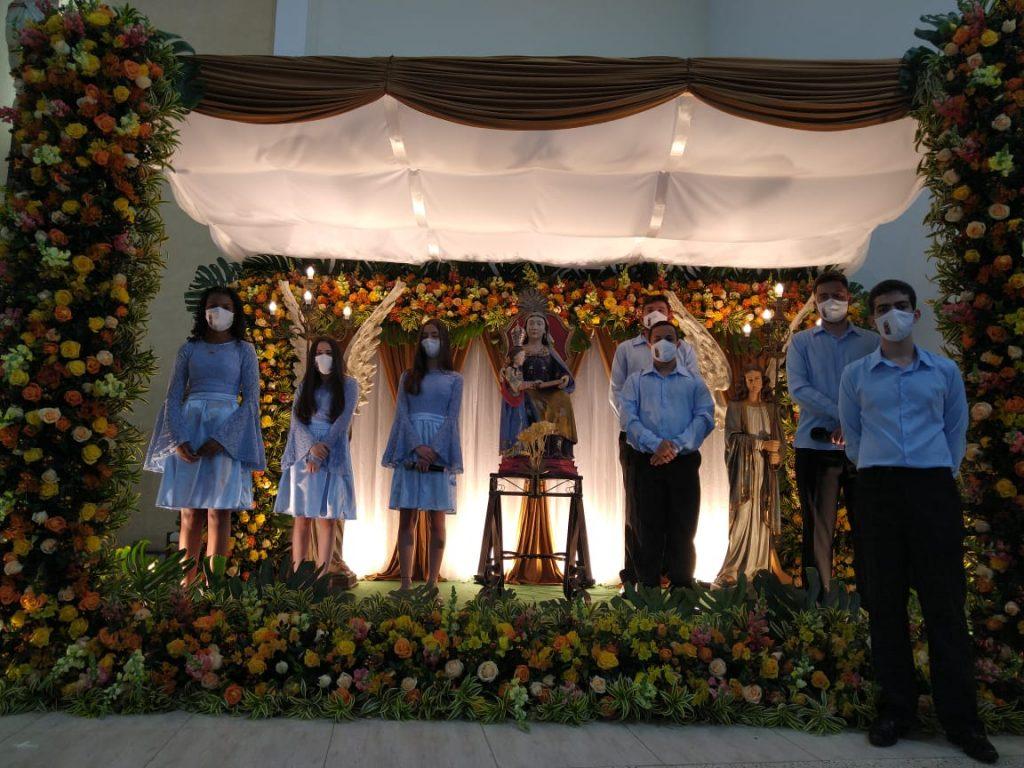 oferta das Rosas no Jubileu de Sant'Ana em Carandaí (MG)